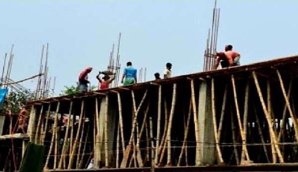নিষেধাজ্ঞা উপেক্ষা : সোনারগাঁয়ে করোনা ঝুঁকিতে চলছে নির্মাণ কাজ