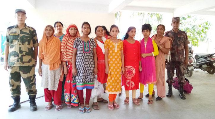 দেশে ফিরেছেন ভারতে গিয়ে আটক দুই নারী ও চার তরুণী