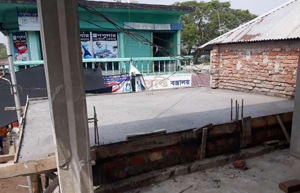গৌরনদীতে সরকারি সম্পত্তিতে পাঁকা দোকান ঘর নির্মান