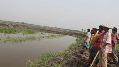 ঝিনাইদহের ডাকবাংলা সাধুহাটি এলাকার চলছে অবৈধ পুকুর খনন