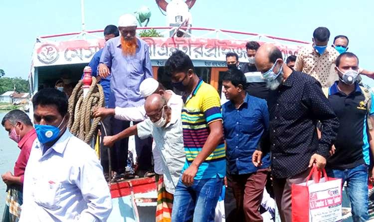 করোনা ঝুঁকি : দৌলতদিয়া-পাটুরিয়া নৌ-রুটে লঞ্চ চলাচল শুরু