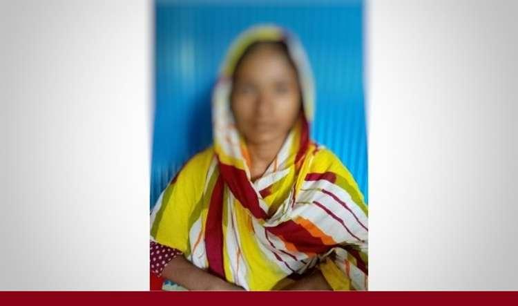 পটুয়াখালী'তে বিয়ের দাবিতে প্রেমিকের বাসস্থানে প্রেমিকার অনশন