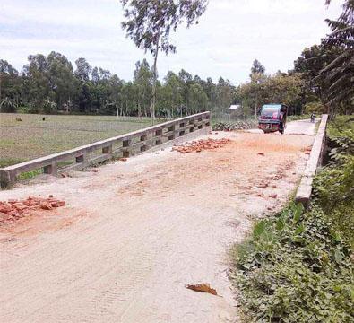 ভুরুঙ্গামারী উপজেলার ব্রীজ-কালভার্ট ও পাকা সড়কের বেহাল দশা
