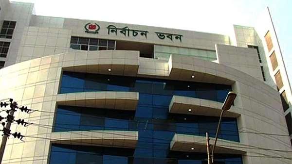 ঢাকা সিটি নির্বাচন : কেন্দ্রে কেন্দ্রে যাচ্ছে নির্বাচনী সামগ্রী