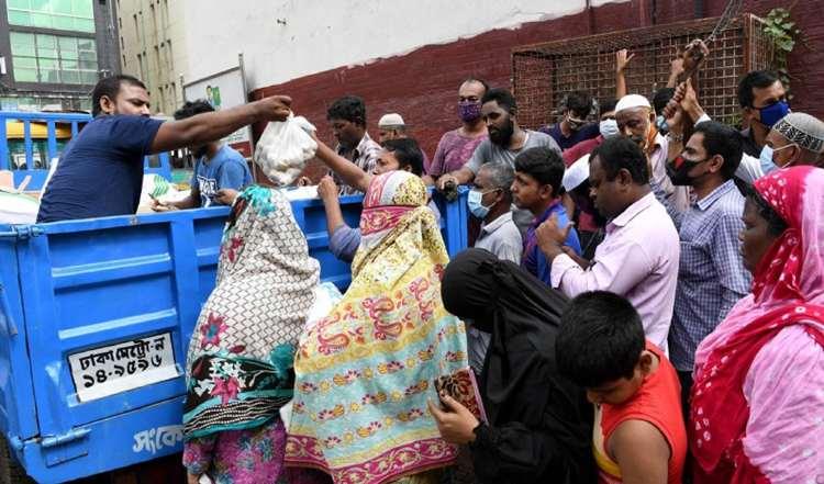 কাঁচাবাজারে সরকার নির্ধারিত দামে মিলছে না আলু
