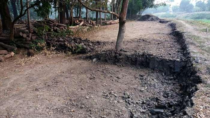 কলারোয়ার দমদম-পাঁচপোতায় ভেড়ি বাঁধের মাটি ইটভাটায়
