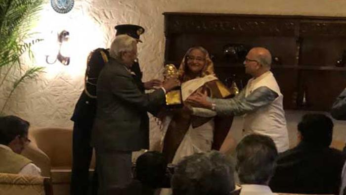 দিল্লিতে 'টেগর শান্তি পুরস্কার' পেলেন প্রধানমন্ত্রী