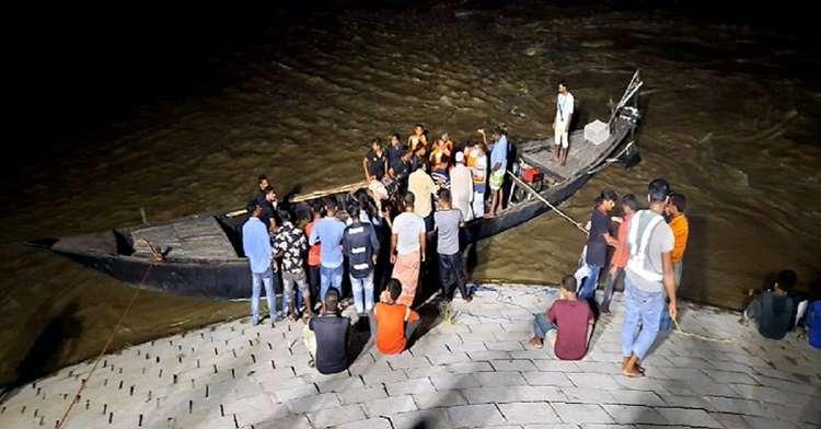 পদ্মা নদীতে নৌকাডুবির ঘটনায় দুই শিক্ষার্থী নিখোঁজ