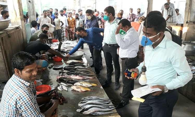 ঠাকুরগাঁওয়ে ৩ মাছ ব্যবসায়ীকে জরিমানা করেন ভ্রাম্যমাণ আদালত