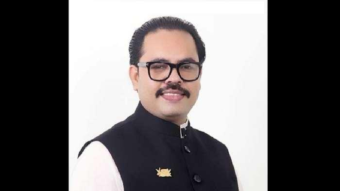 মনির খান ওরফে দর্জি মনিরকে আটক